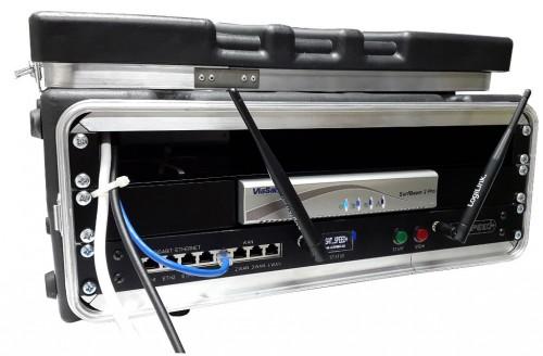 "satspeedPRO 19"" mobile elektronik case offen Kabel aussen"
